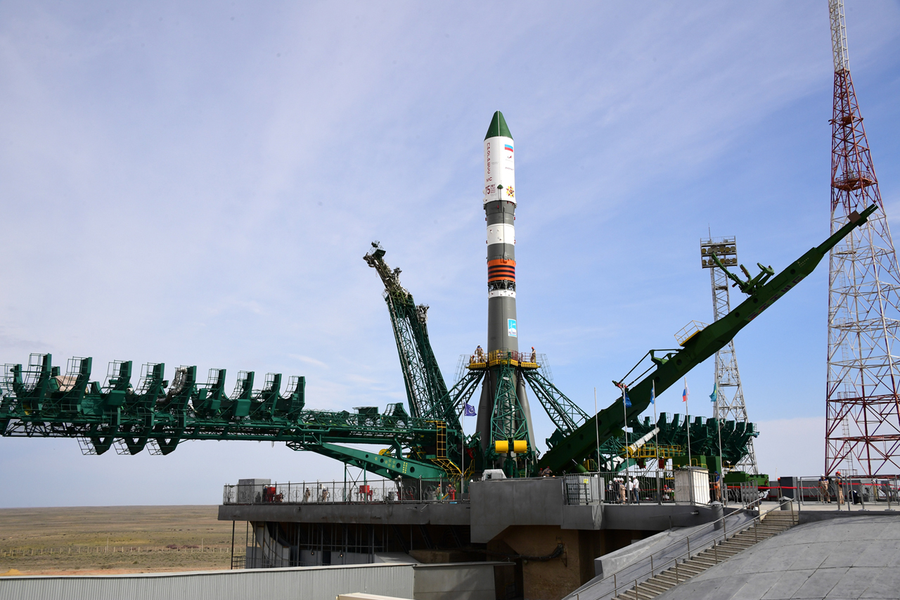 The Progress 75 cargo craft stands at its launch pad