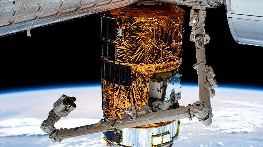 The Canadarm2 robotic arm is poised to grapple and remove Japan's HTV-9 resupply ship from the Harmony module.