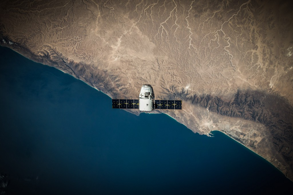 dragon_in_orbit_crs5_