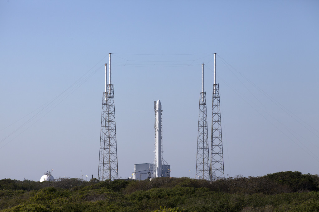 Photo of SpaceX Falcon 9 rocket at Pad 40 prior to launch on CRS-8