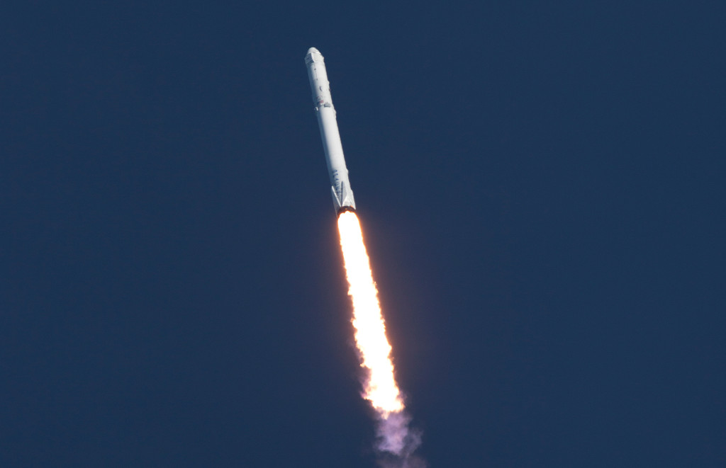 Liftoff of the SpaceX Falcon 9 rocket on CRS-8
