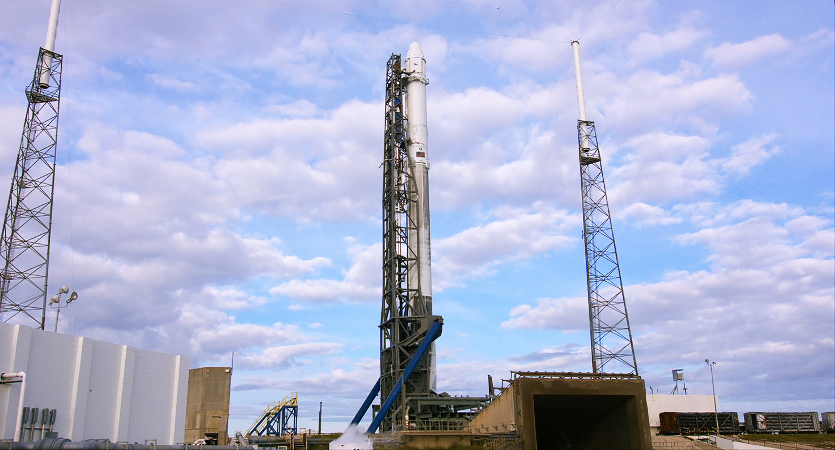 spacex falcon 9 and dragon spacecraft on the launch pad