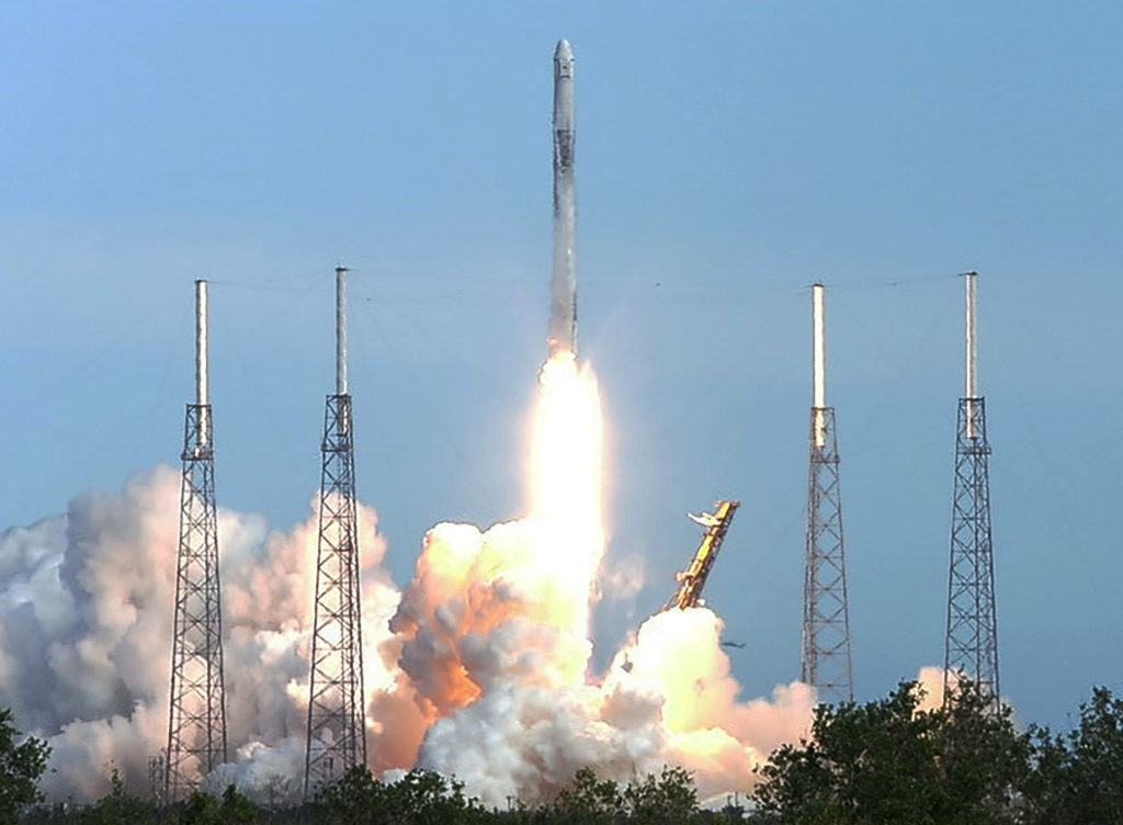 SpaceX Falcon 9 launches Dragon spacecraft