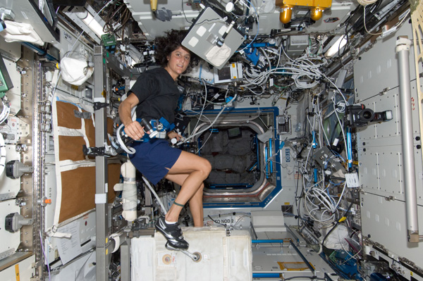 Suni Williams exercises on the Cycle Ergometer with Vibration Isolation System (CEVIS)