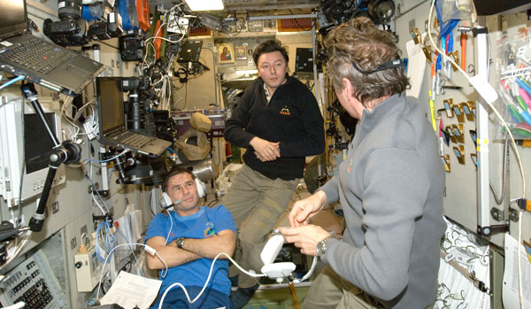 ISS032-E-010650: Flight Engineers Yuri Malenchenko and Sergei Revin and Commander Gennady Padalka