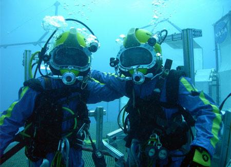 Aquanauts team on the lander