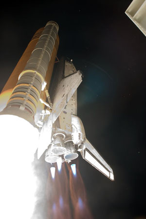 STS128-S-038 -- Space shuttle Discovery